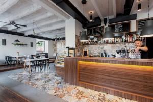 truhlarstvi-nábytek-restaurace-bistro-02