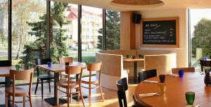 nabytek-zarizeni-restauraci-16