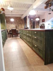 truhlarstvi-kuchyne-zelena-02