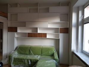 stěna-knihovna